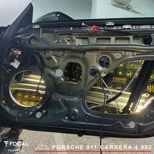 Porsche 911 Focal Helix CTK audio upgrade